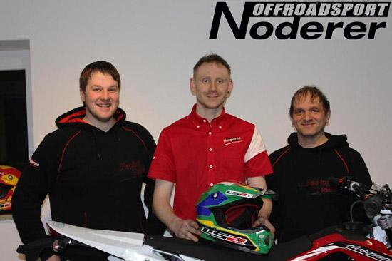 Die Team Mitgründer Matthias Deyerler (links) und Thomas Seifert (rechts). Teamfahrer Michael Röhrl (mitte).