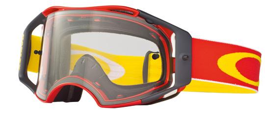 Die Oakley Airbrake™ MX ist das Ergebnis von 35 Jahren, die Oakley in die Entwicklung von Motocross-Goggles investiert hat. Sie ist ein echter technologischer Meilenstein, der herkömmliche MX Goggles in den Schatten stellt.