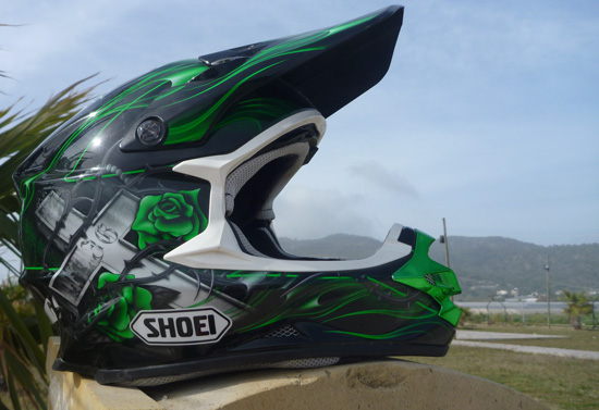 Der Shoei VFX-W im Design Grant TC-4