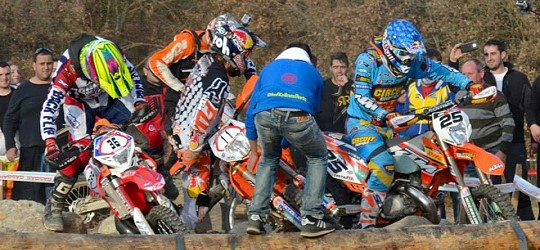Foto: enduromagazine https://www.facebook.com/photo.php?fbid=658845944157145&set=a.658845910823815.1073741847.543995865642154&type=3&theater