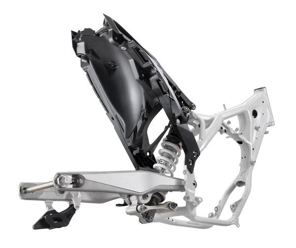 Neuer Motocross Rahmen mit optimierter Geometrie und Gewichtsreduzierung.