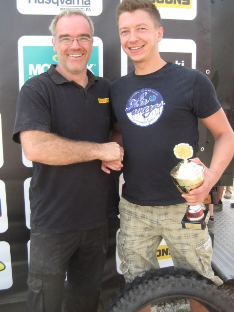 """Der fünfte """"Pirelli / MotorradreifenDirekt.de Fast Lap Award"""" für die schnellste Runde wurde an die Crosser der Klasse """"Sport 2, diesmal an Sascha Kahlert, vergeben."""