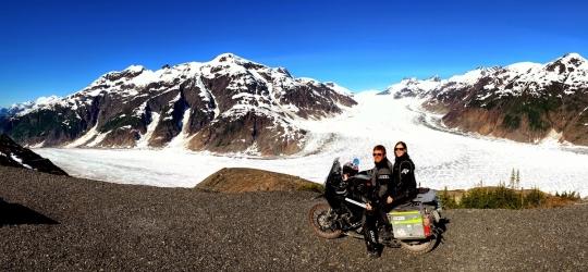 Die beiden Schweizer Sylvia Sachs und Daniel Büttiker sind – wie fast alle Motorradfahrer – große Abenteurer und Reise-Enthusiasten.
