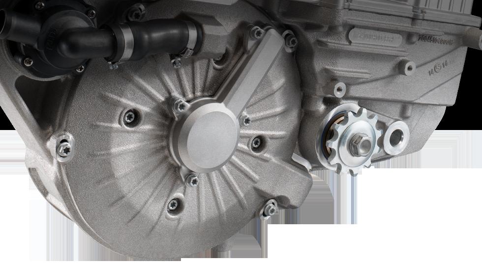 E-MOTOR Der revolutionäre neue, bürstenlose Permanentmagnet-Synchronmotor liefert eine Spitzenleistung von 16 kW (21,5 PS) bei einem Drehmoment von 42 Nm und ist leistungsmäßig auf Augenhöhe mit vergleichbaren Motorrädern mit Verbrennungsmotor.