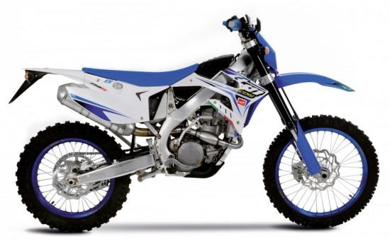 TM EN 250 FI - Einlassbereich, Throttle Body und Luftzuführung modifiziert für besseres Ansprechverhalten des Motors.