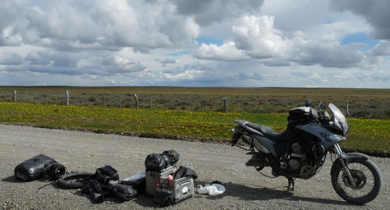 Die Krad-Vagabunden Frank und Simone sind mit ihren Honda-Transalps um die Welt gefahren. Seine Erlebnisse schildert er in einem Buch.