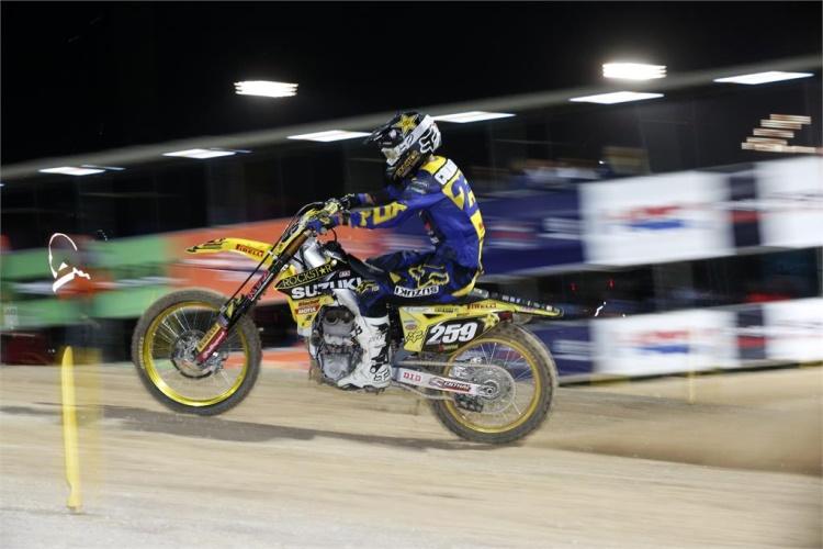 www.suzuki-racing.com