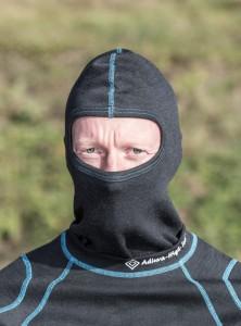 Die Sturmhaube schützt nicht nur vor Kälte, sondern bietet die selben Schutzeigenschaften wie die Unterwäsche.