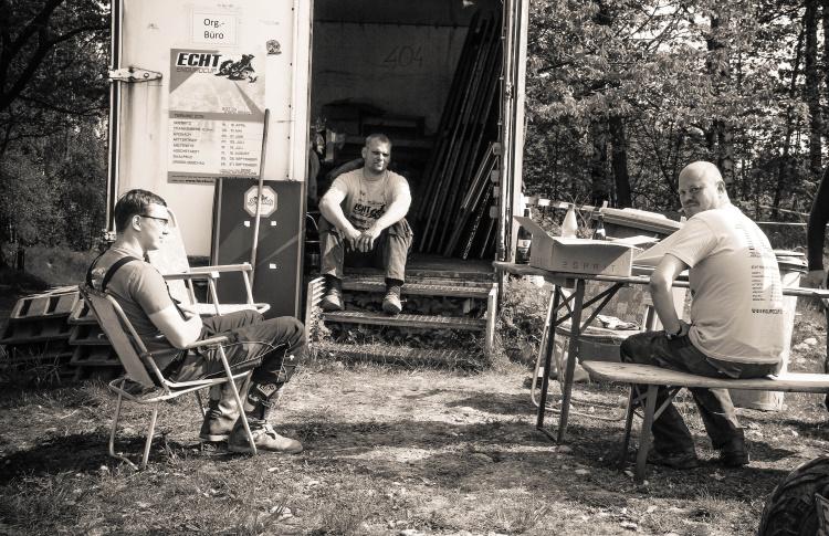 Dirk Rydzewski ( Mitte ) und Thomas Bach ( rechts ) organisieren das Rennen