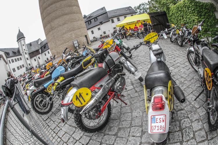 ParcFerme Classic typisch im Schlosshof