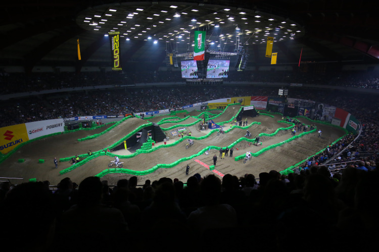 supercross fans in dortmund stacheln die deutschen piloten zu h chstleistungen an. Black Bedroom Furniture Sets. Home Design Ideas