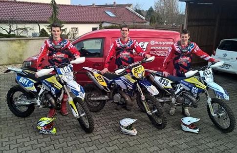 Das Team Teuber Motorsport mit den Fahrern (v.l.) : Lukas Schäfer #681, Kai-Arne Petruck #217, E2B Malte Breucker #413