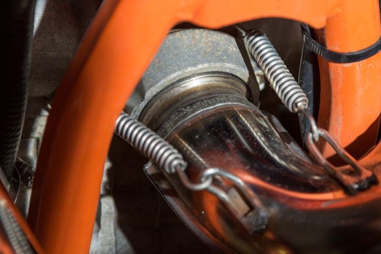 Der Krümmer passt perfekt und schließt gut am Zylinder ab.