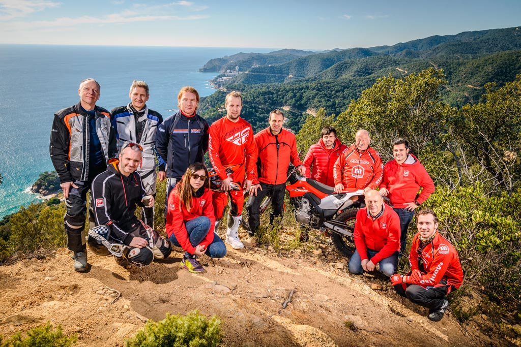 Das Präsentationsteam inkl. Presseteilnehmer bei der Testfahrt in Spanien.
