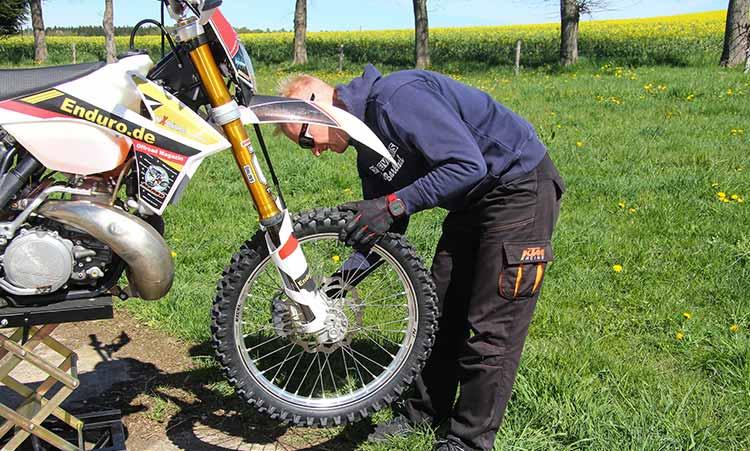 Motorrad-Reparatur